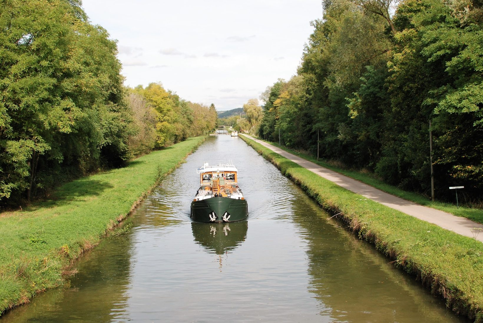 Cruise Burgundy Canals